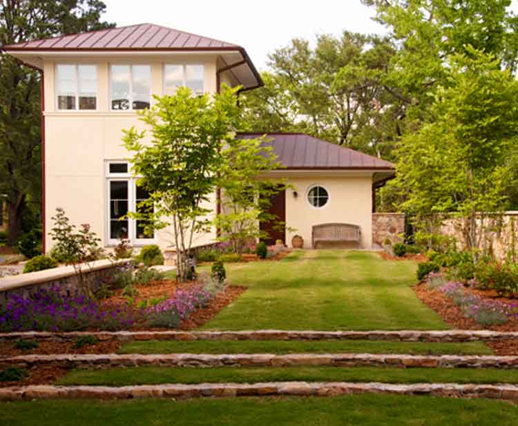 Backyard of a beautiful home on the water in Norfolk Virginia built by Covington Contracting